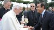 Renault consegna un'esclusiva auto elettrica a Papa Benedetto XVI