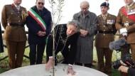 Roger Waters ad Aprilia: due cerimonie in onore del padre