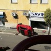 Paura su Via Galilei: auto si ribalta sul marciapiede