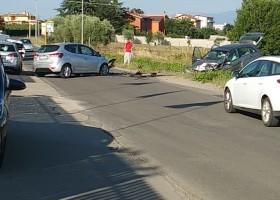 Grave incidente in via Vallelata: due feriti ed eliambulanza sul posto.