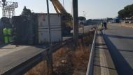 Pomezia, terribile incidente tra camion e auto: tre feriti in codice rosso.