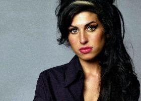 8 anni fa moriva la cantante inglese Amy Winehouse.
