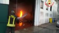 Latina: prende fuoco un capannone ma i Vigili del Fuoco intervengono velocemente sul posto.
