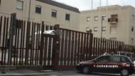 Aprilia, aggressione a Carabinieri: convalidati gli arresti dei due 30enni.