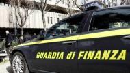 Via al concorso per il reclutamento di 10 tenenti della Guardia di Finanza.