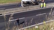 Pontina, camion in fiamme dopo scontro con auto: traffico in tilt all'altezza di Aprilia.