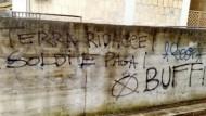 Aprilia: imbrattato il muro presso l'abitazione del Sindaco. La solidarietà del PD.