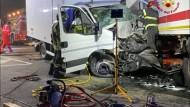Aprilia, nella notte violento incidente tra 4 mezzi pesanti.