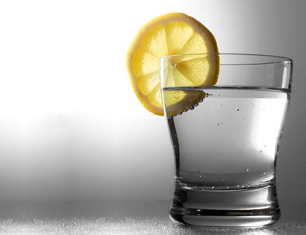 salute acqua e limone