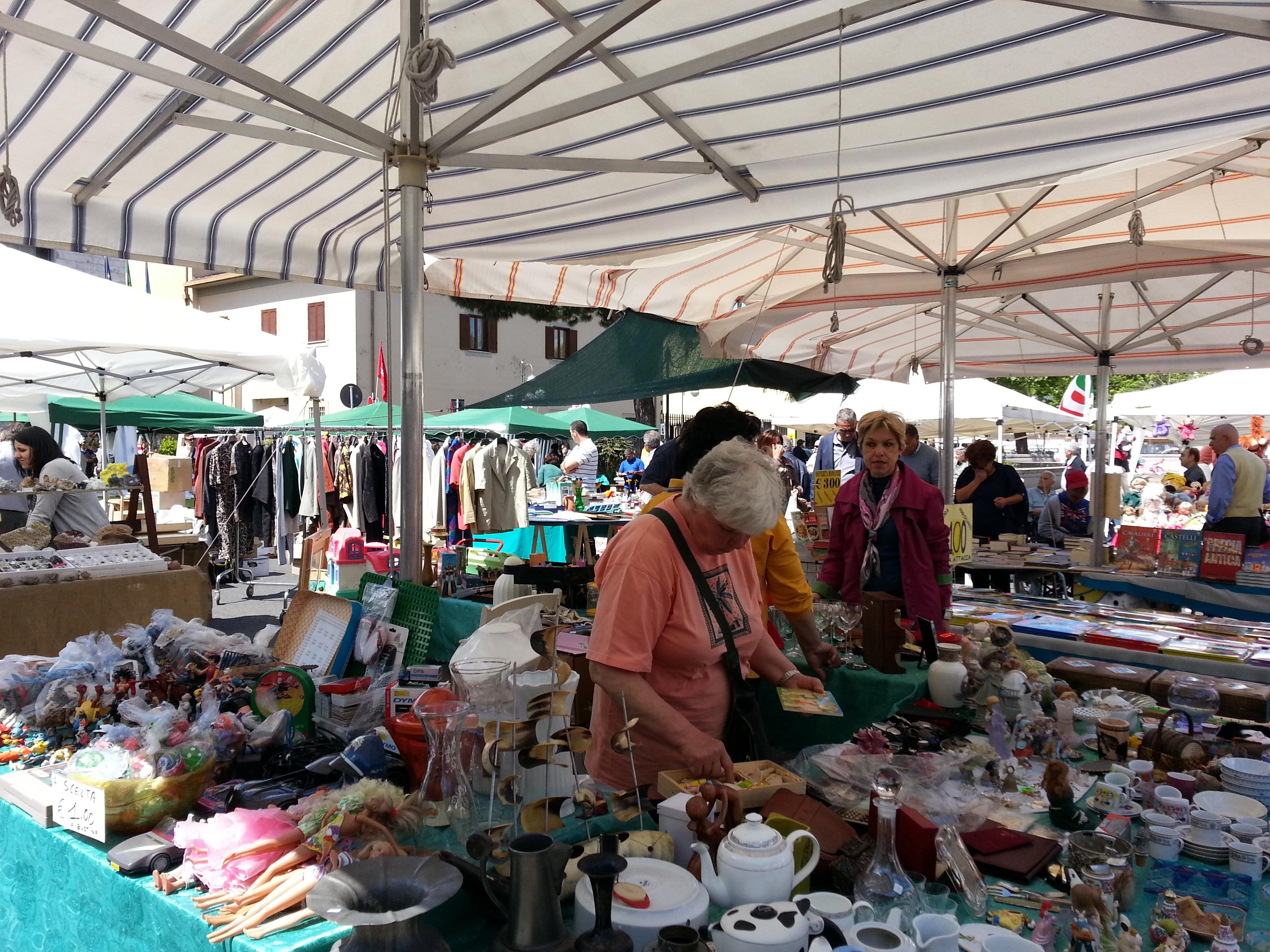 Ricordi in mostra mercatino oggi in piazza roma news di - Mercatino usato aprilia ...