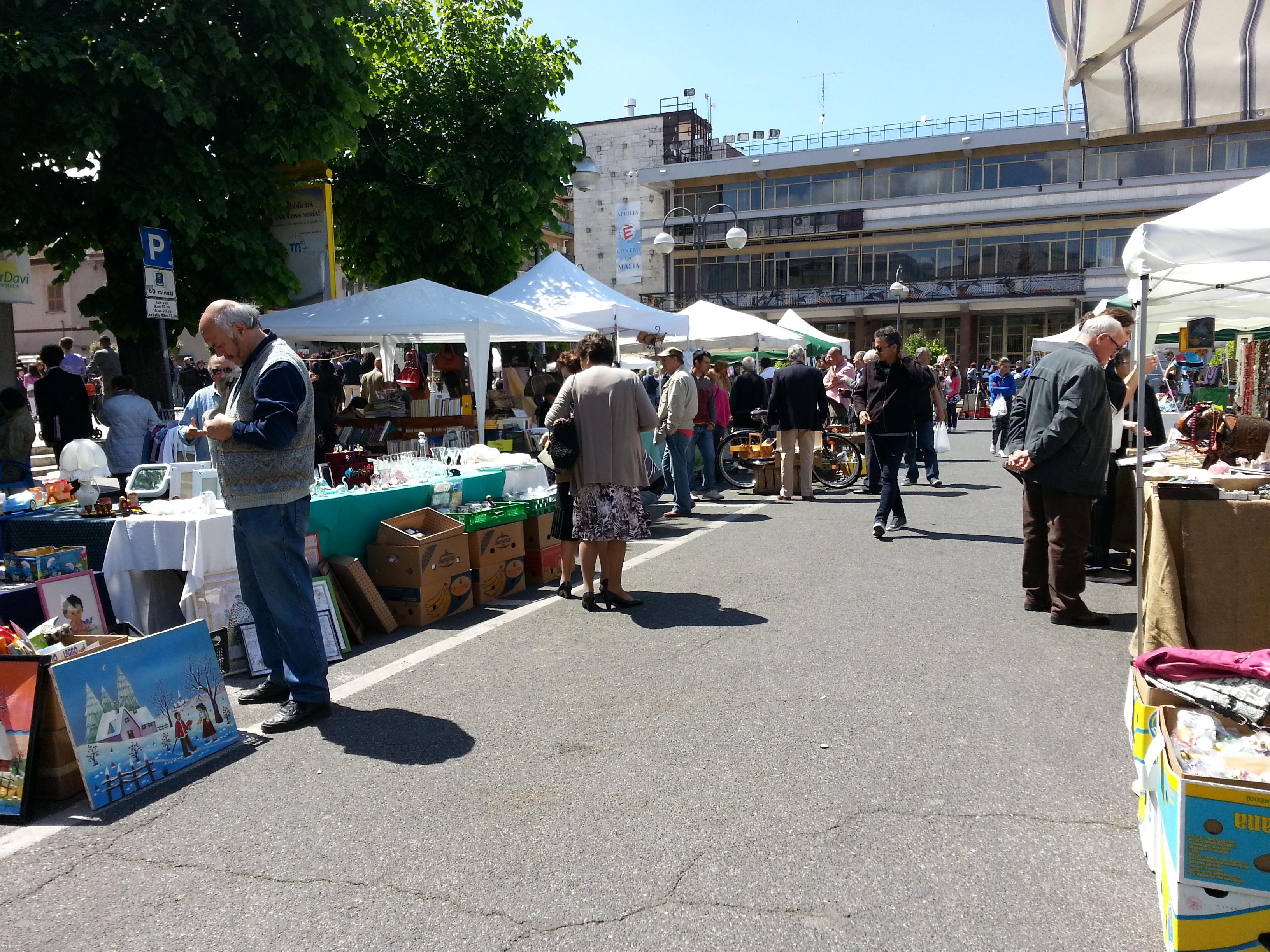 Ricordi in mostra mercatino oggi in piazza roma news di for Mercatini antiquariato oggi