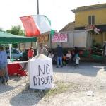 Presidio via Cinque Archi per manifestare contro la discarica a Lazzaria