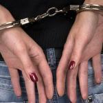 Droga e proiettili in casa: arrestata una donna