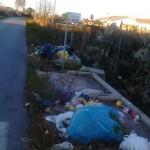 Un anno di differenziata e i rifiuti a bordo strada