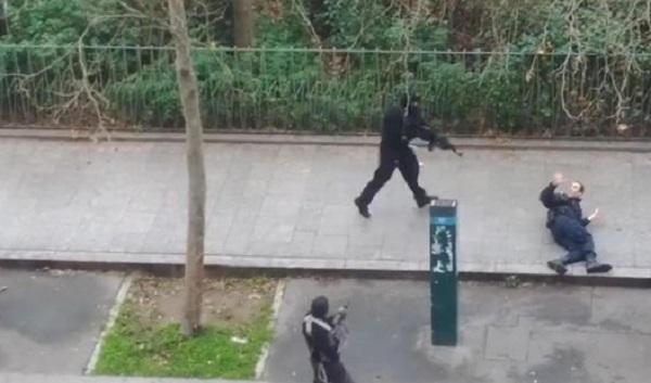 Poliziotto freddato dai due stragisti armati di kalashnikov