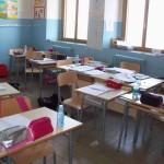 Inizio anno da brividi; bambini al freddo in aula