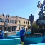 Pulizia per la Fontana in Piazza Roma
