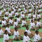 Primo giorno d'estate all'insegna dello yoga