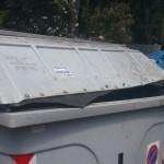 """Raccolta dei rifiuti """"vecchio stile"""" in zona Frassineto"""