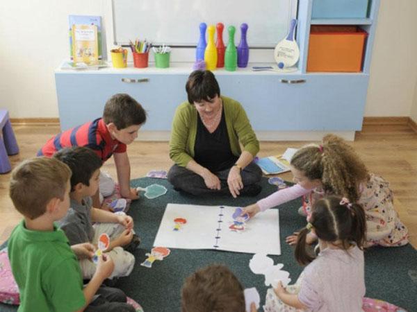 bambini asilo inglese
