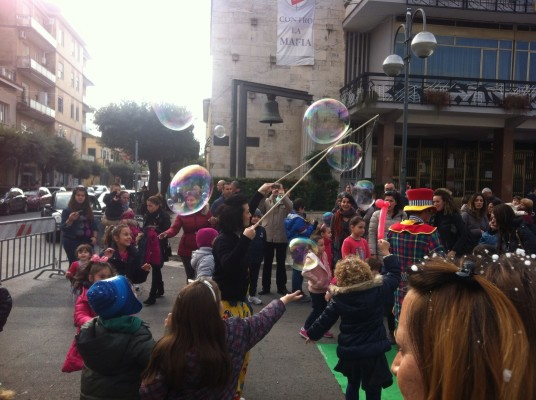 Ritorna il mercatino natalizio in piazza roma news di - Mercatino usato aprilia ...
