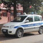 Vigilessa aggredita all'ingresso di una scuola