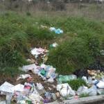 Rifiuti ad Aprilia: le denunce del web