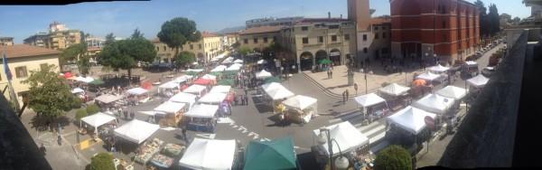 Trionfa il mercatino in piazza roma news di aprilia in for Il mercatino roma