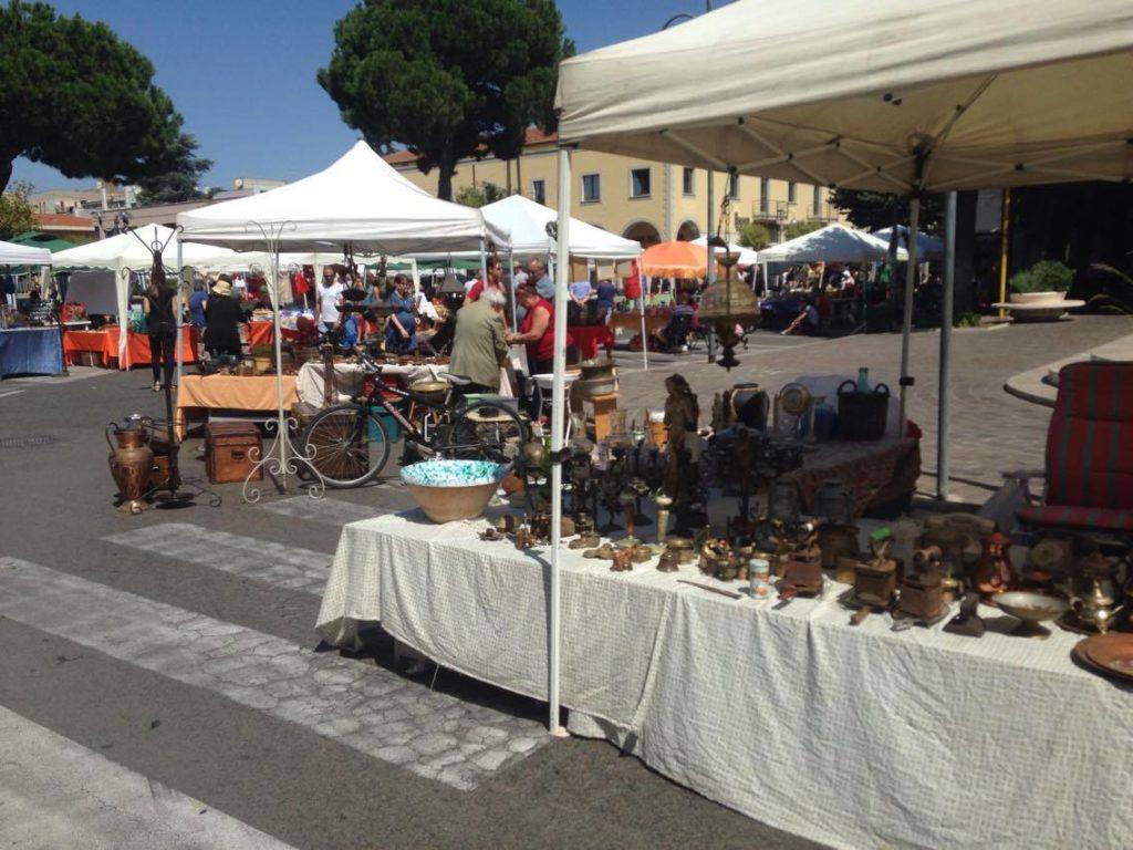Spettacoli e colori torna il mercatino dell 39 artigianato for Il mercatino roma