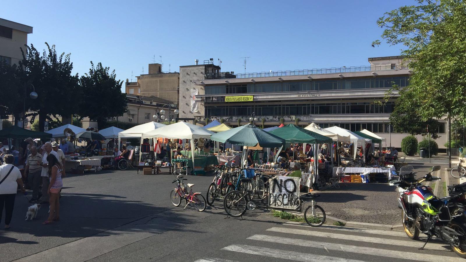 Mercatino di aprilia tra stand colorati e proteste news for Il mercatino roma