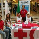 A gonfie vele la raccolta fondi della Croce Rossa