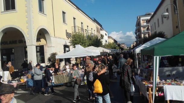 Si conferma il successo del mercatino in piazza roma for Il mercatino roma
