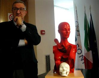 guadagnuolo-scultura-violenza-donne