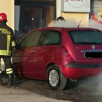 Lancia Y in fiamme in Via Aldo Moro: nessun ferito