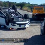 Auto ribaltata sulla Pontina: rallentamenti in direzione sud