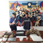 Tentavano di disfarsi della droga dal terrazzo, fermati dai Carabinieri
