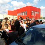 Confronto genitori – Assessore davanti alla scuola Toscanini