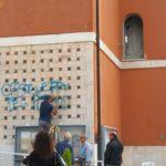 Sfregio sulla facciata della chiesa, visionati i filmati delle telecamere