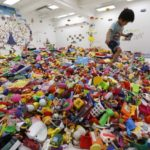 """GdF, operazione """"Trash Toys"""": sequestrati 7 milioni di giocattoli e addobbi natalizi"""