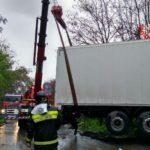 Camion ribaltato in Via Vallelata, illeso il conducente