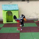 Il Mercatino di Aprilia dona un gioco a molla alla scuola materna di Campoleone