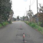 Continua a cedere l'asfalto nuovo di Via Valcamonica