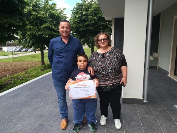 Fabio Altissimi consegna targa acondroplasia