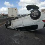 Auto ribaltata sulla Pontina, un ferito in codice giallo