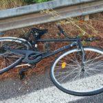 Investito ciclista sulla Pontina, si cercano i due automobilisti responsabili