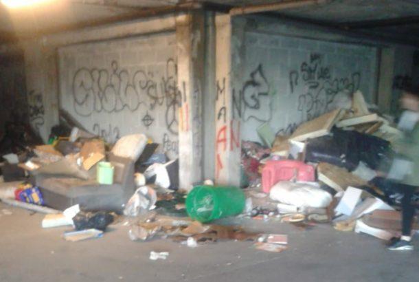 via parigi abbandono rifiuti