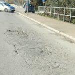 Buche e avvallamenti su via Carroceto, la denuncia dei Grillini.