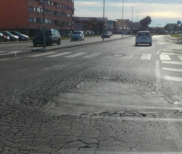 via la malfa strade buche