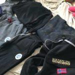 Scarpe e vestiti contraffatti al mercato, l'operazione della Polizia Locale