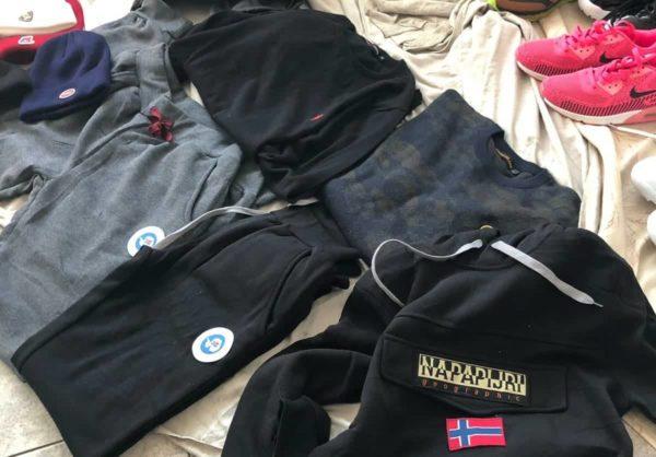 77fdf3fe8c Scarpe e vestiti contraffatti al mercato, l'operazione della Polizia ...